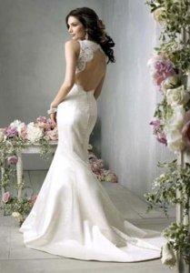 Платье с открытой спиной отлично подойдет для вечеринок