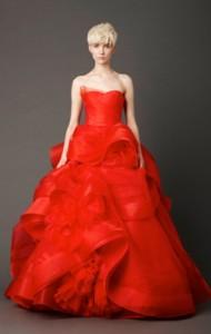 Цветные свадебные платья - красный цвет самый главный в коллекции Веры Вонг