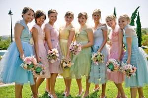 Один вариант, как одеть подружек невесты