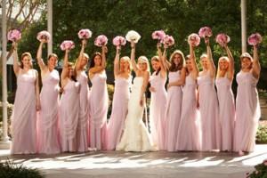 Красиво одетые подружки невесты