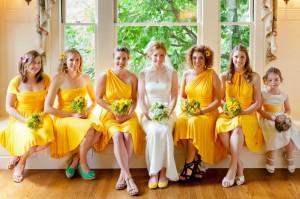 Одеваем подружек невесты в одинаковые наряды