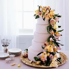 модны свадебные торты, украшенные цветами
