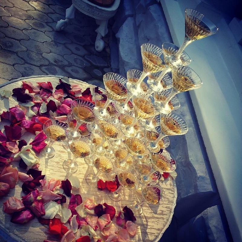Свадебная горка из шампанского