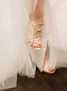 Образ невесты: свадебные босоножки как летний вариант