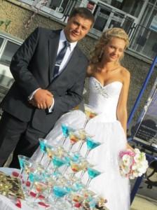 Горка из шампанского на свадьбе - отличные воспоминания и фото гарантированы!