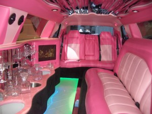 Главный свадебный автомобиль: лимузин розовый