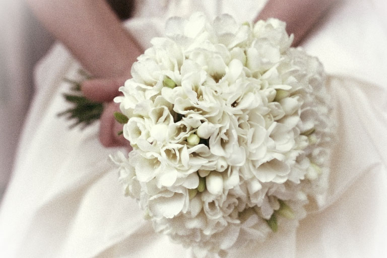 Из фрезий свежий букет из цветов