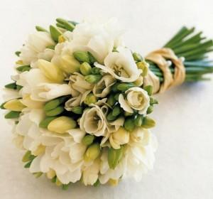 Свадебные букеты из фрезий для невесты