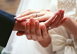 свадебный подарок жениху: что выбрать?