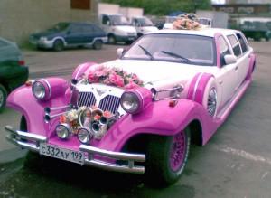 Лимузин розовый в качестве свадебного автомобиля