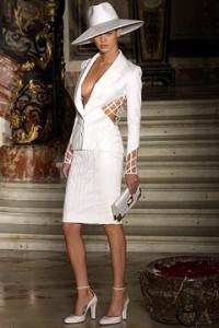 Свадебные костюмы для невесты все больше популярны в Европе