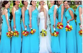Флористическое оформление свадьбы- даже подружки с одинаковыми букетами