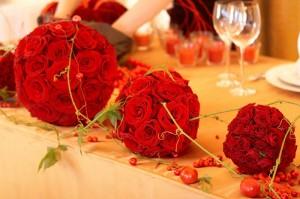 Шар из роз- как красиво и романтично....