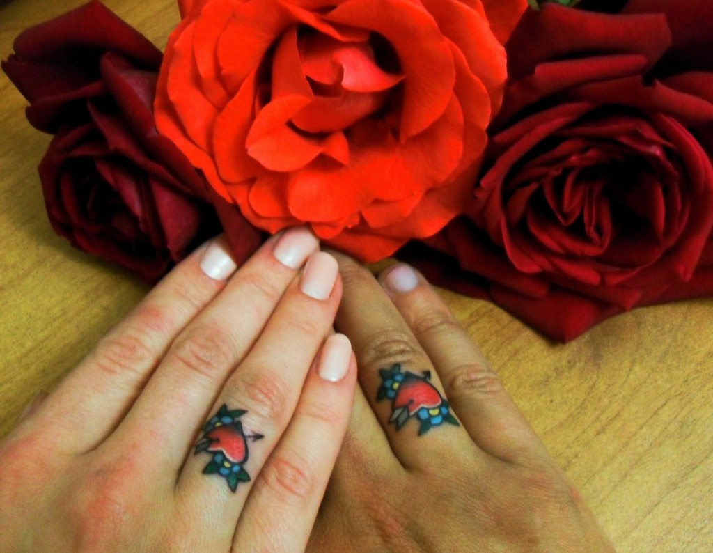 что означает тату кольца руке