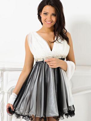 Одеваем белое коктейльное платье на