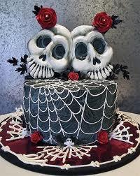Даже свадебный торт может быть в готическом стиле