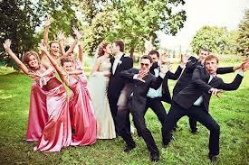 Развлечение гостей во время свадебной прогулки молодых