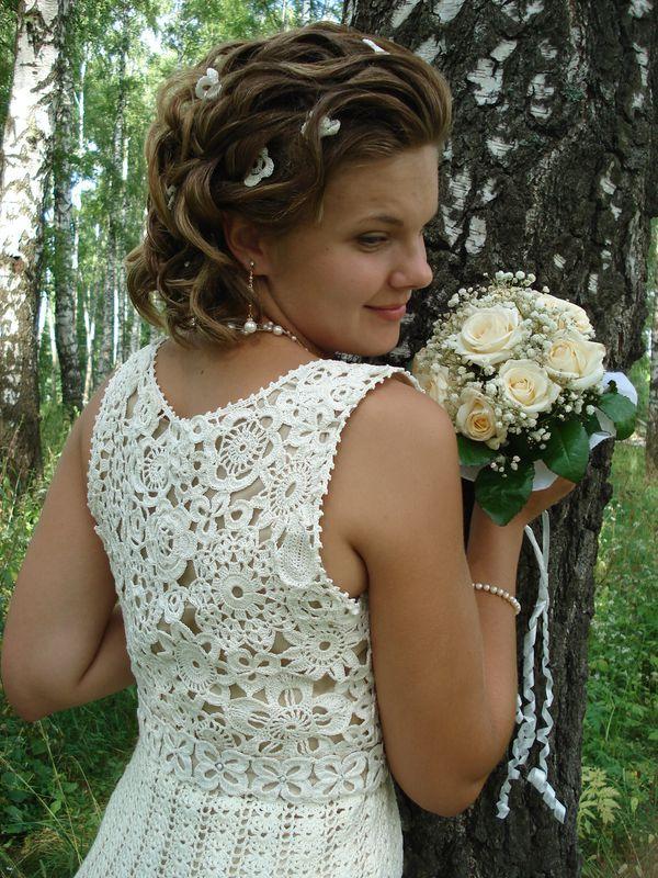 свадебных аксессуаров невесты, то в первую очередь это палантин и болеро. И то и другое не только будет согревать девушку в холодную зимнюю погоду
