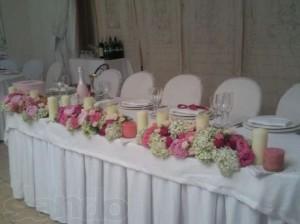 Декор свадебного зала и стола молодоженов свечами