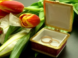 Приметы о свадебных кольцах: запреты и как их обойти