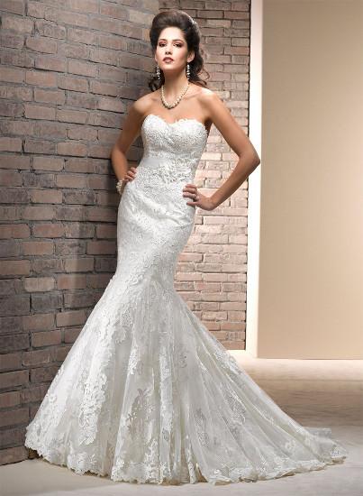 Классическим вариантом платья Русалка считается отрезная модель, где к узкому верху пришивается пышная нижняя часть, однако, кроме этого бывают платья