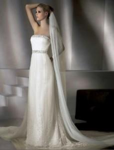 свадебный наряд с длинной фатой