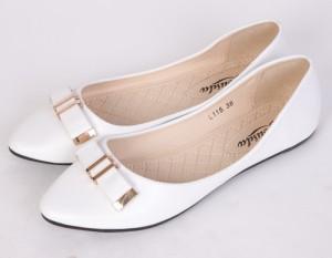 белые балетки