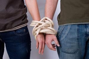 мужчина и женщина связанные друг с другом