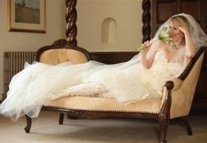 невеста в сапогах из кружева