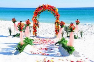 Оформление свадебной арки живыми цветами