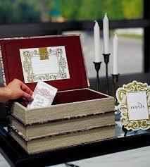 В такой вот симпатичный чемоданчик можно складывать деньги, подаренные на свадьбе