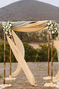 Оформление свадебной арки при помощи лент и тканей