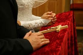 Обручение проходит одновременно с венчанием