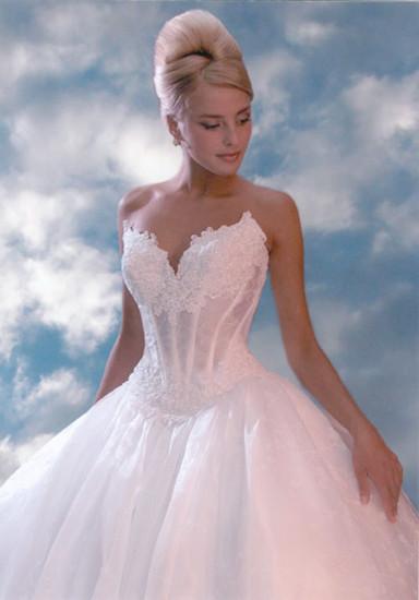 Также учитывайте особенности своей фигуры - не покупайте платье с нерегулирующимся корсетом, если знаете, что можете неожиданно не только поправиться