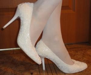 свадебные туфли на невесте