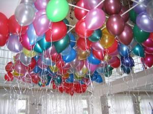 украшения зала шарами