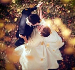жених и невеста осенью