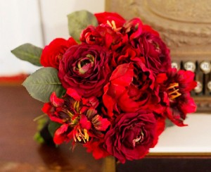 красный свадебный букет