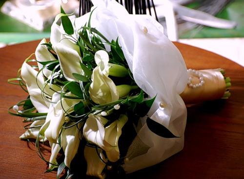 Какие цветы подарить на свадьбу невесте