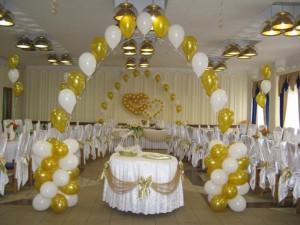 свадебная арка из воздушных шаров