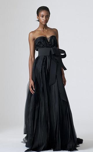 чёрное кружевное свадебное платье . Но