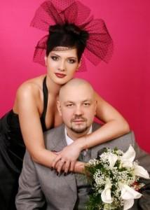 жених и невеста в чёрном платье