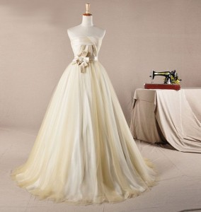 свадебное платье на манекене
