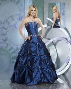выбор синего цвета свадебного платья - это тренд