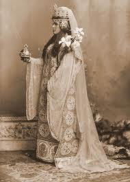 история свадебного платья- тысячи лет назад и сейчас. сравнительный анализ