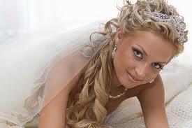 Свадебные прически с фатой: как лучше выбрать