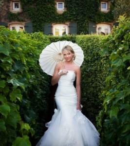 невеста с бумажным зонтиком