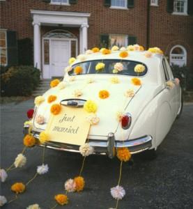 бумажные помпоны в декоре авто
