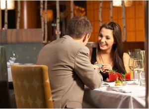 парень и девушка в кафе