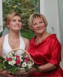 правильный выбор наряда для мамы невесты на свадьбу